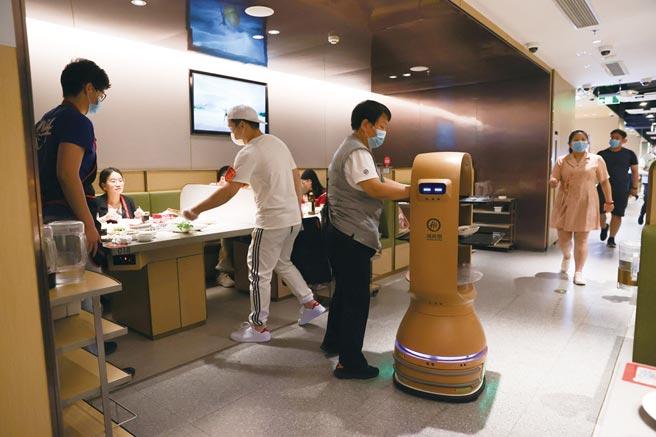 餐飲機器人崛起        圖╱中新社