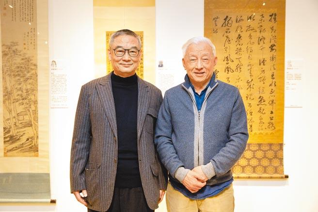 何創時基金會董事長何國慶(左)與知名收藏家曹興誠均對高僧書法研究甚深。(何創時基金會提供)