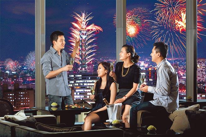 台北晶華酒店「璀璨煙花101跨年」住房專案的房客可參加大班酒廊的跨年派對。(台北晶華酒店提供)