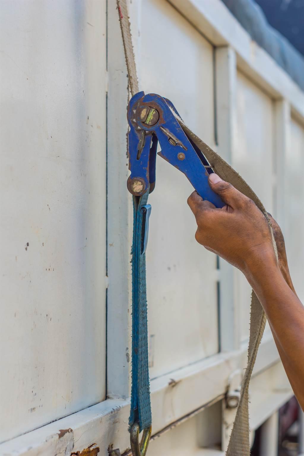 捆貨物用的固定繩因為拉緊的時候會有卡哩卡哩的聲音,讓業內人士習慣直接叫「卡哩卡哩」。(示意圖/達志影像)