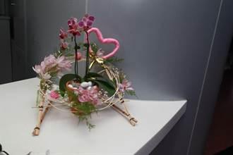 緩和情緒 台大新竹分院「愛。希望」歲末感恩花藝展登場