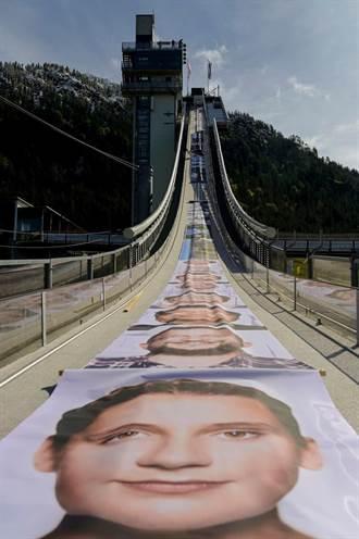 印出史上最長照片!Canon繪圖機滑雪跳台締造「金氏世界紀錄」