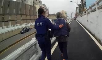 8旬老婦忘記回家路  竹南暖警主動協助送回家