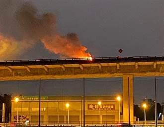 台74线两车追撞起火1驾驶成焦尸 目击者曝撞前现场