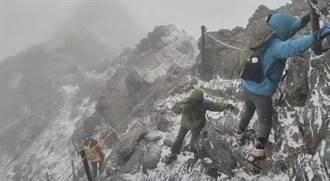 玉山群峰下雪 玉管處雪季服務啟動