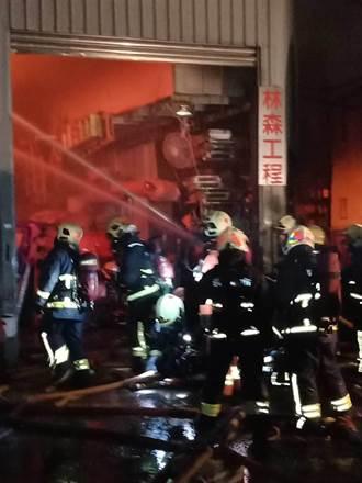 五股鐵皮屋工廠火警  延燒隔壁3廠房