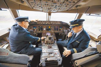 紐西蘭機師染疫未戴罩 同機艙日籍機師也中鏢!首起航空器群聚 女機師遭同事感染