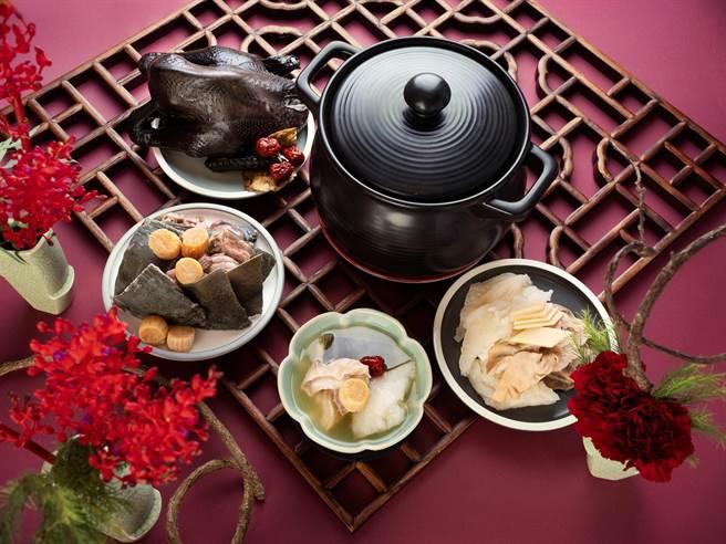 台北君悅酒店外帶年菜 - 雲錦中餐廳九頭鮑甕裡禪。(君悅提供)
