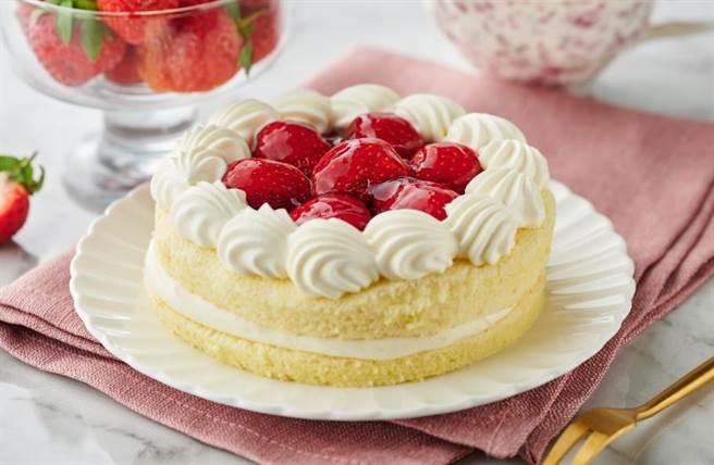 全聯草莓卡士達蛋糕,159元;歐藝烘焙近日正為耶誕節加強製作。(全聯提供)