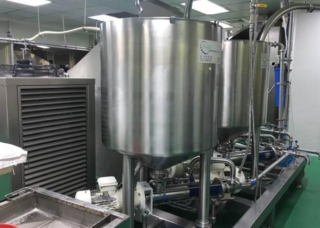 「蛋糕界的法拉利」荷蘭Tefa全自動連續充氣打發機,1天可處理5噸麵糊。(郭家崴攝)