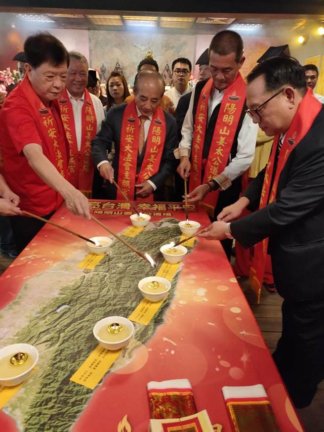 前立法院长王金平 到 阳明山姜太公道场 点灯祈福。(主办单位提供)
