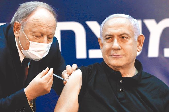 以色列20日起開始新冠疫苗接種工作,以國總理納坦雅胡為以身作則,於19日率先施打疫苗。以國衛生部長艾德爾斯坦也於當天接種疫苗。(路透)
