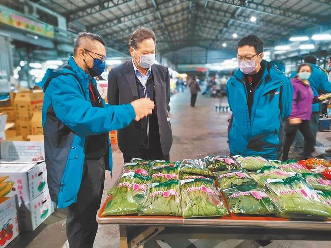 台中市農業局推廣農產品產銷履歷、果菜批發市場採用農藥殘留質譜快篩技術,為市民食安把關。(盧金足攝)