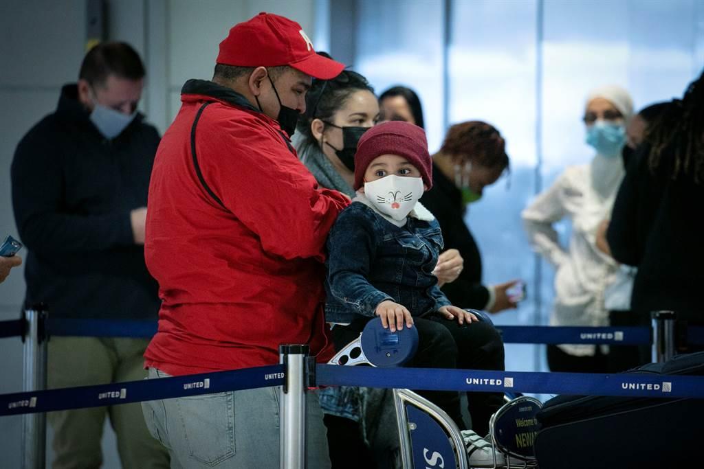 11月下旬感恩节机场人潮被认为是12月疫情屡创新高主因,但出行潮在圣诞节前又重现。路透资料照片(photo:ChinaTimes)
