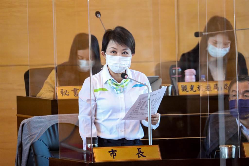 市長盧秀燕今天再度宣示反萊豬立場,強調自己時任立委就主張公投,不管含有萊克多巴胺或其他乙型受體素的豬牛肉或內臟,她全都反對,呼籲中央開放進口再三思。 (陳世宗攝)