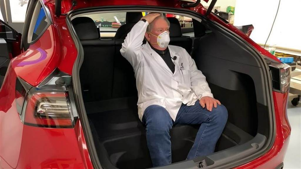 死心吧!車輛資訊圖顯示 Model Y 第三排座椅就是傳統前向設計