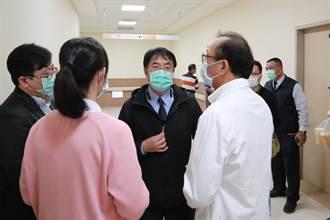 又不是中獎!黃偉哲探望命危護理師 一張照片惹怒台南人