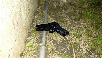 男遇警心虛丟包內有「手槍和子彈」 一搜身又驚見土製炸彈