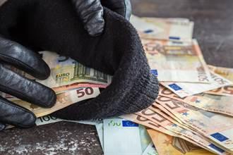 上班當薪水小偷訂旅遊做私事 日男遭罰減薪5個月