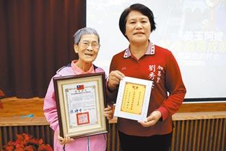 失明志工吳美玉 服務校園20年