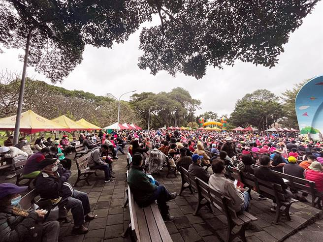 「万华青年圣诞嘉年华」活动,今年吸引超过四千位民眾参加。(图/永庆房屋提供)