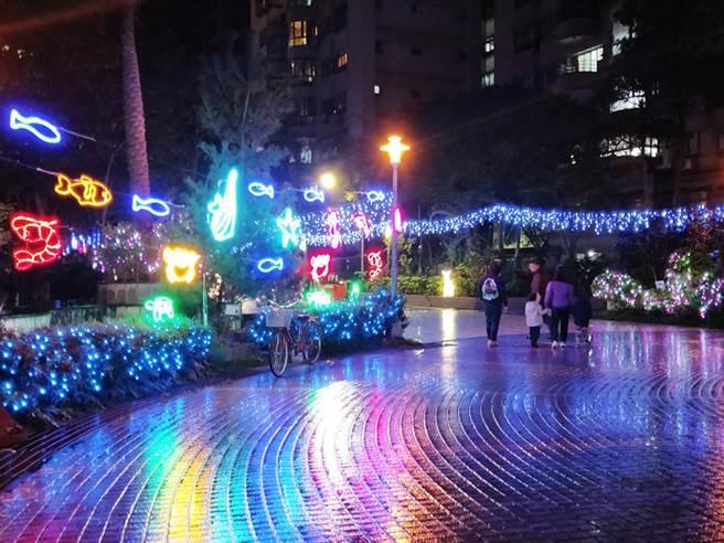 新北市议员唐慧琳资助大鹏里布置美轮美奂的耶诞灯饰。(图/永庆房屋提供)