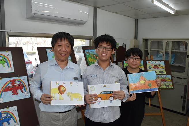 陳秉彥的父母親花費許多心血讓愛子在音樂路上發展,希望未來能繼續發光發熱。(謝明俊攝)