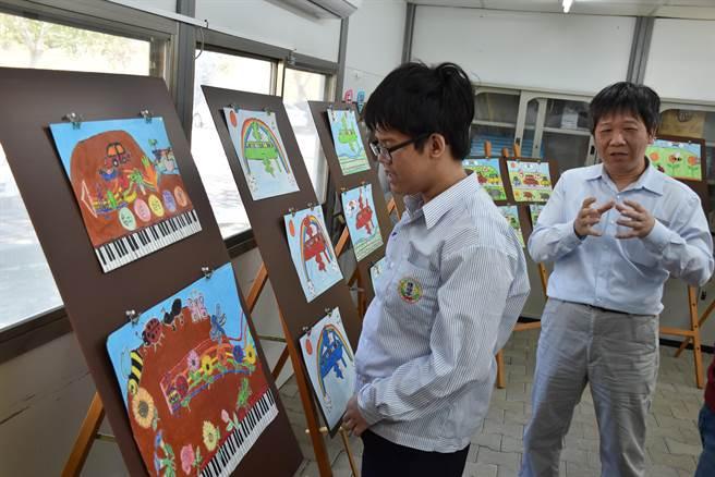 除了音樂,畫畫是陳秉彥的喜愛的活動。(謝明俊攝)