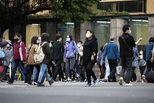台灣今爆1例本土個案,急診醫表示,台灣無本土的好日子過去了,現正是病毒活躍期,染疫紐籍機師進入社區,是否造成社區疫情仍有待觀察。(圖/達志影像)