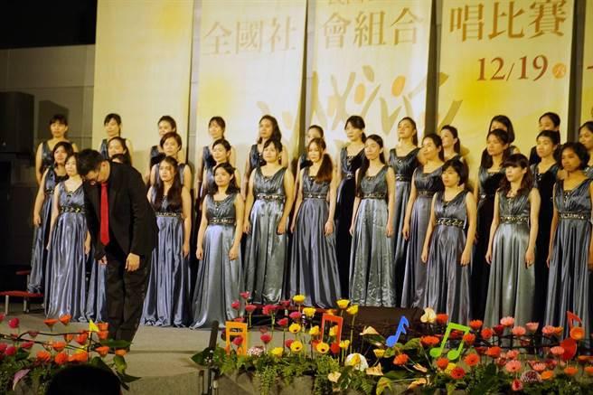 中山女高校友合唱團已連續四年奪得女生組金質獎。(國立彰化生活美學館提供)