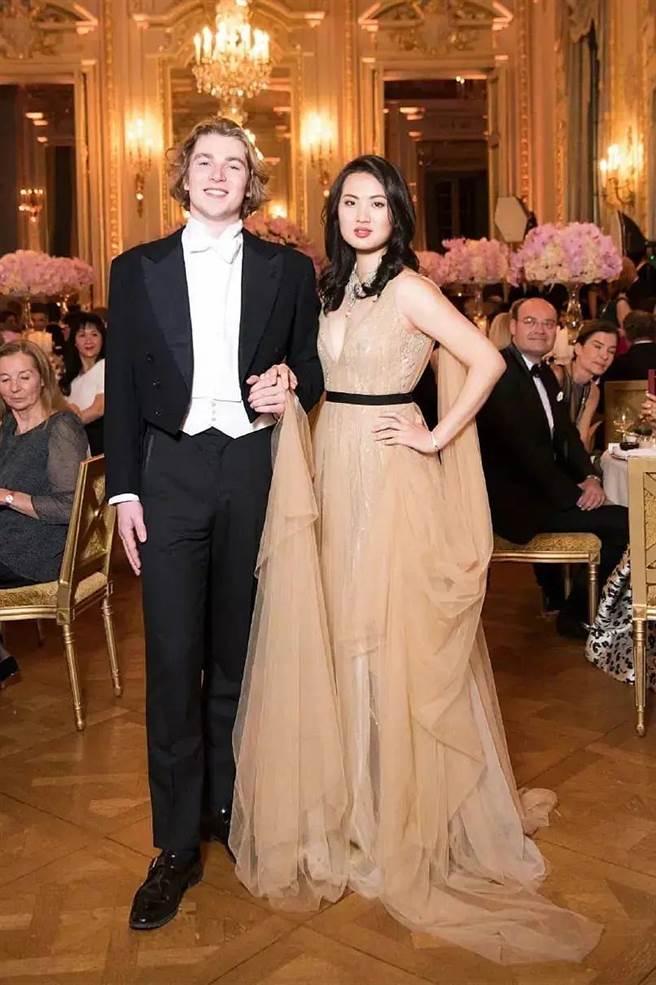姚安娜2018年火辣與比利時王子共舞舊照。(取自微博)