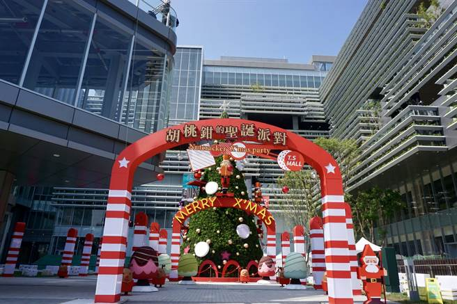 南纺购物中心耶诞节当天试营运。(南纺购物中心提供/曹婷婷台南传真)