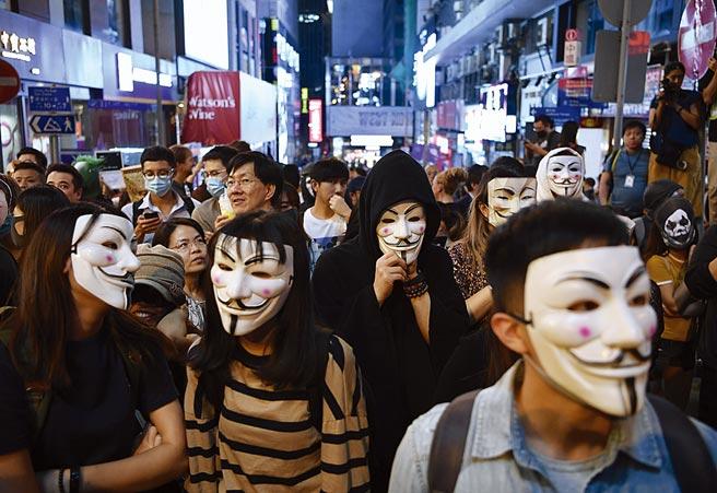香港終審法院21日做出最終判決,裁定香港政府上訴成功,並駁回香港民主派人士提出的上訴,代表未來香港合法與非法遊行集會均不可蒙面。(中新社)
