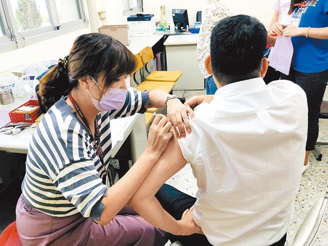 衛生局強調,接種流感疫苗為預防流感最有效的方法,符合資格對象應儘速接種。(台中市政府提供/陳世宗台中傳真)