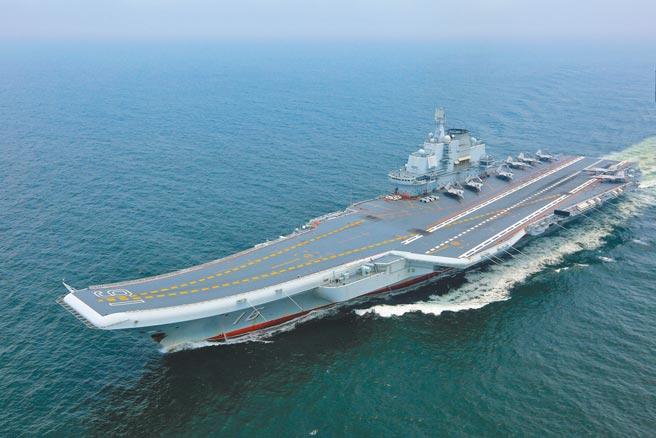 解放軍航母「遼寧艦」及其艦載機隊。(新華社資料照片)