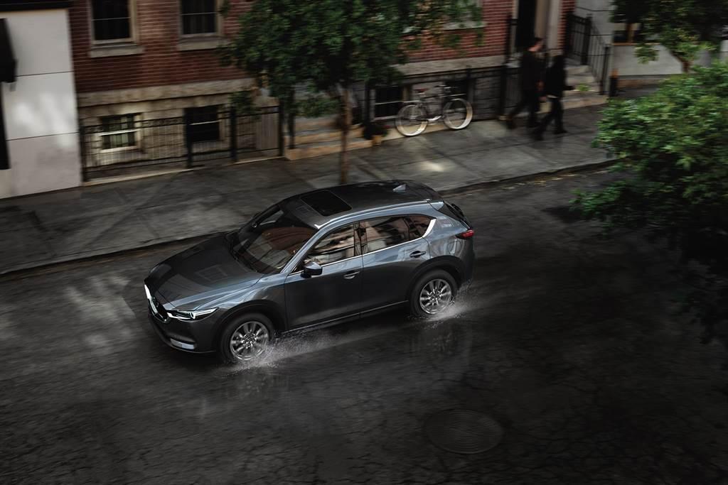 正2021年式MAZDA CX-5升級倒車煞車輔助系統(SCBS-R)與駕駛疲勞警示系統(DAA),全方位安全防護車主。