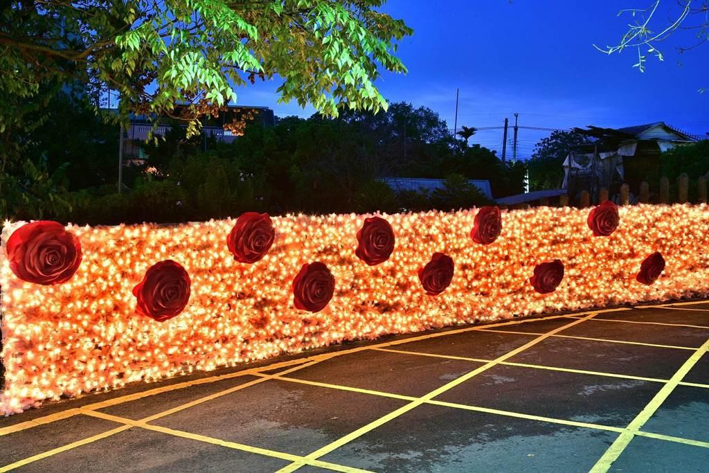 食水嵙溪石岡花漾藝術節布置真摯浪漫玫瑰花牆。(石岡區公所提供/王文吉台中傳真)