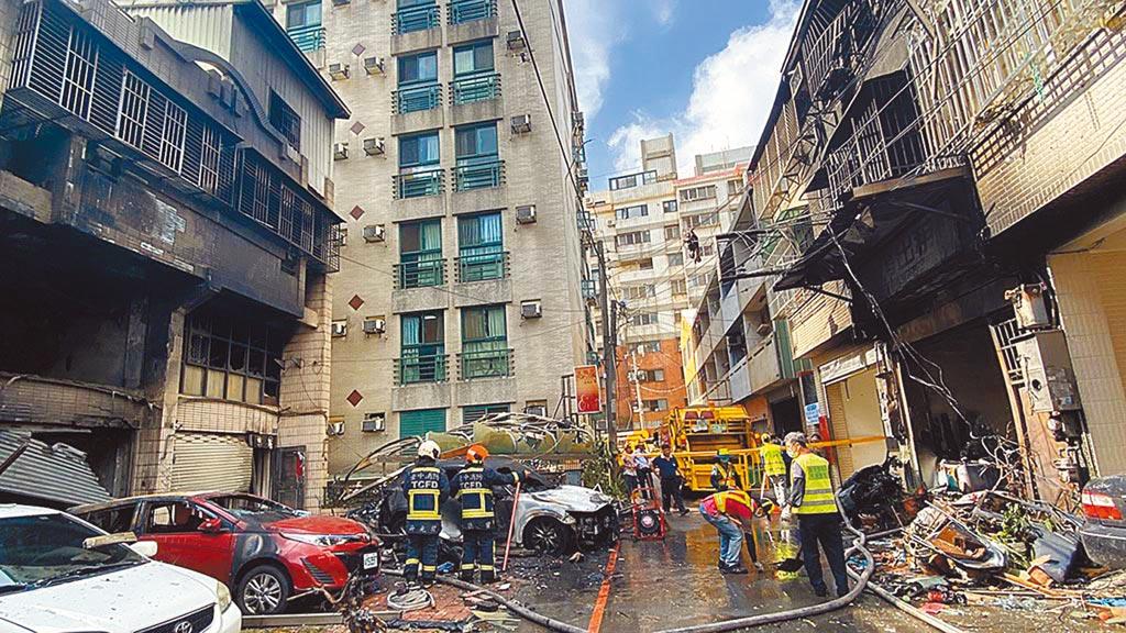 台中市東海商圈民宅氣爆造成4死1傷悲劇,現場斷垣殘壁一片狼藉。(本報資料照片/陳淑芬台中傳真)