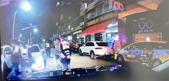 疑為里長選舉爭吵 7男檳榔攤鬧到深夜遭警帶走