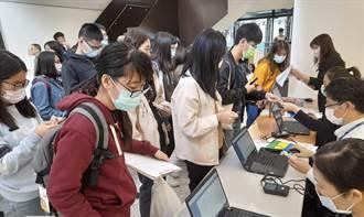 中市雙十公車優惠新制明年上路 研考會前進校園服務綁卡
