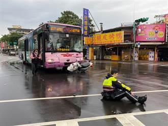 北市公車撞警用機車 員警癱坐馬路臉掛血痕