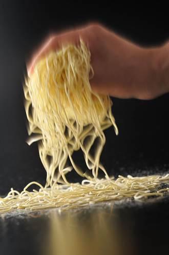 只要微波在家也可以吃一蘭拉麵!「創業以來~使用生麵」限量販售
