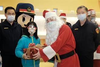 竹縣副縣長化身「聖誕老公公」 員警協助 德蘭孩童得償所願