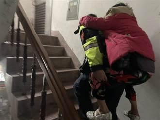 老婦跌倒受傷 員警這動作超感人