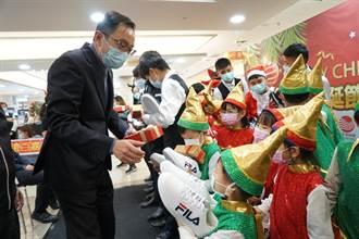 嘉義遠東百貨寒冬送暖  送耶誕禮物給育幼院兒童