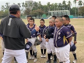 諸羅山盃》竹縣中山打出感動比賽 小球員哭一團教練忙安慰