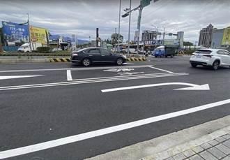 龍潭幹道機車停等區狹小 騎士與車爭道險擦撞