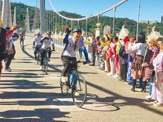 推自行车旅游年 日官员骑访大溪