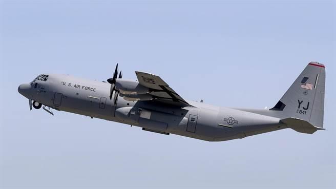 C-130J-30,是C-130運輸機家族中,運量最大的。(圖/美國空軍)