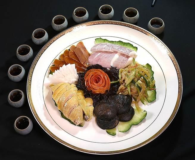點用欣葉鐘菜的宴席桌菜,可以較優惠價格享用「8582」老生普洱茶。(圖/姚舜)